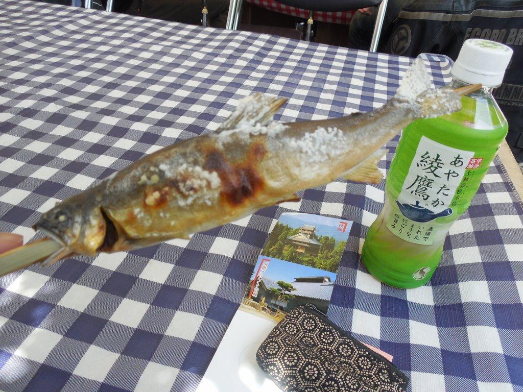 焼きたては、実に美味い。 綾に来たら、鮎がお勧めですよ。