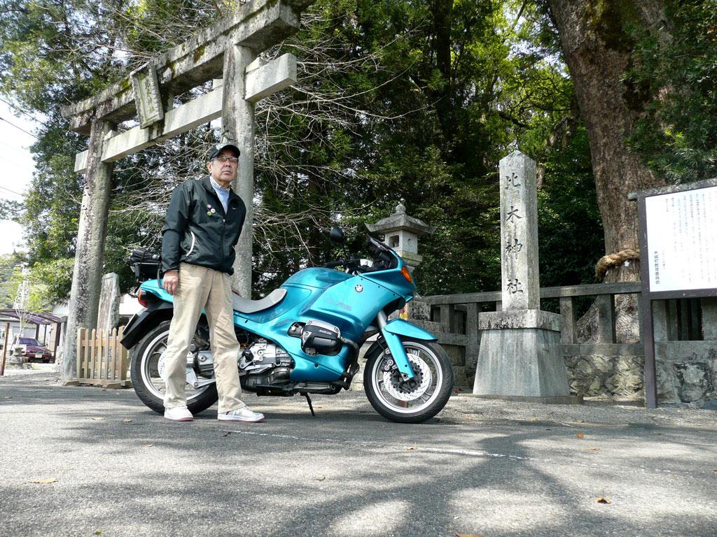 帰り道の、比木神社前にて