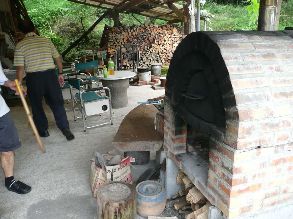 手造りのピザ釜