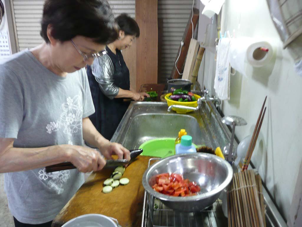トッピング野菜をカット