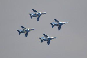 綺麗に揃った4機編隊飛行