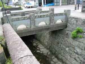 三角西港、石橋
