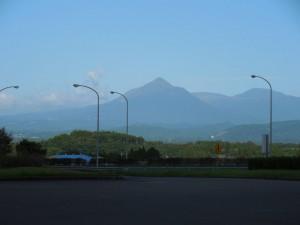 霧島PAで霧島山系を望む。