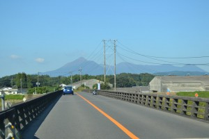 都城市から霧島山麓を望む