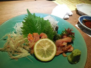 まずは赤貝の刺身、新鮮で美味い!